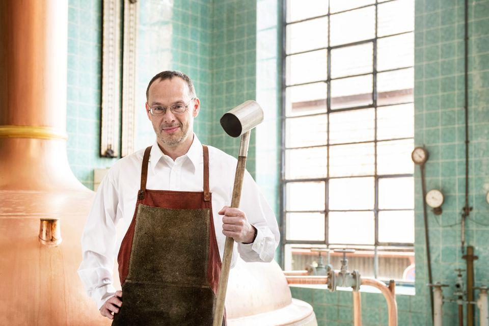 Diplom Braumeister Uwe Schulz im Alten Sudhaus der Brauerei.