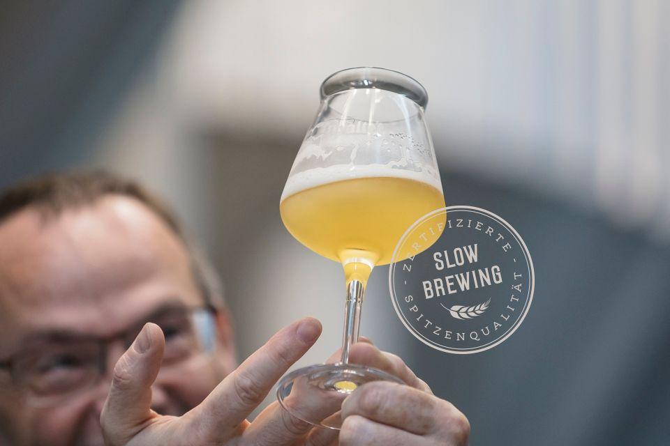 Slowbrewing das Gütesiegel für unser BierBraumeister beim Geschmackstest: Der Braumeister prüft die Biere regelmäßig und entscheidet wann die Biere freigegeben werden zum abfüllen.