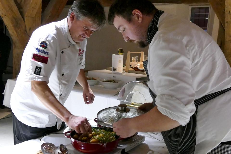 Wir stellen Ihnen gerne eine Liste unserer örtlichen Gastronomen für Catering zusammen