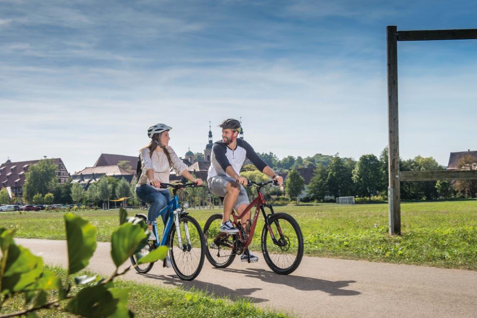 Ausgebaute Fahrradwege führen Sie durch das Stadtgebiet